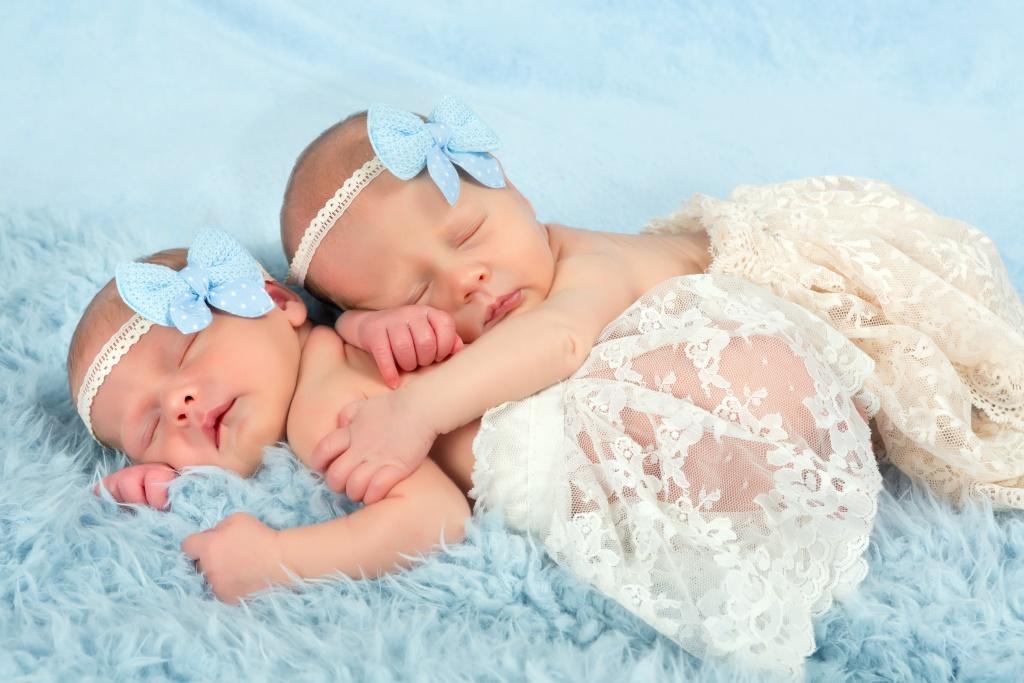 Поздравление с новорожденными-двойняшками
